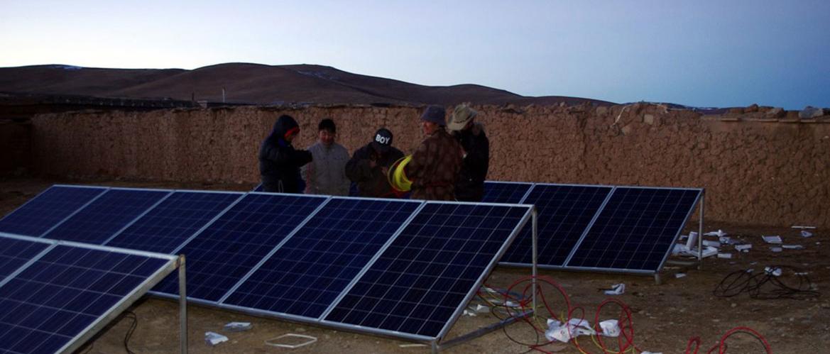 用爱心点亮梦想—赛拉弗为西藏两所小学捐赠发电站