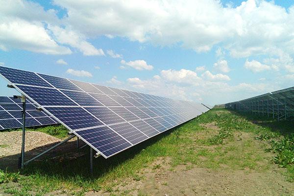 匈牙利光伏电站项目 组件型号:SRP-300-6MB 项目地点:匈牙利,乌伊绍隆陶 项目大小:1.3 MW